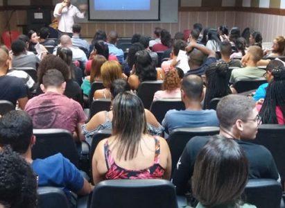 """""""Tendências Econômicas, Antecipação de Cenários e Empreendedorismo"""" foi tema de palestra ministrada pelo economista, consultor e youtuber Ricardo Câncio"""