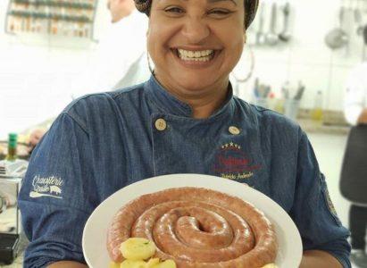 A Chef Patrícia Andrade especialista em Charcutaria ministra aula conceito para alunos do 4º semestre de Gastronomia